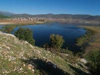 Záliv Prespanského jazera pri dedine Dolna Gorica končiaci ponormi