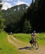 Z Hučiakov sa bicykľuje ľahko-stále dole kopcom