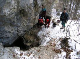 Vchod do jaskyne V-1.