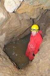 Zatopená vstupná studňa do Jaskyne V-1