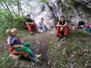 Obed pred jaskyňou