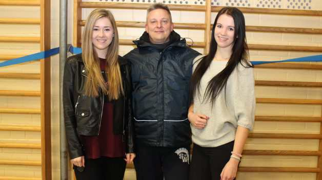 Freuen sich auf die Saison (v.l.): Luisa Hauptmann, Head-Coach Marcus Dietz-Grube und Rebecca Bach. Foto: Landzettel