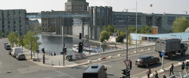 Berliner Regierungsviertel als Kulisse