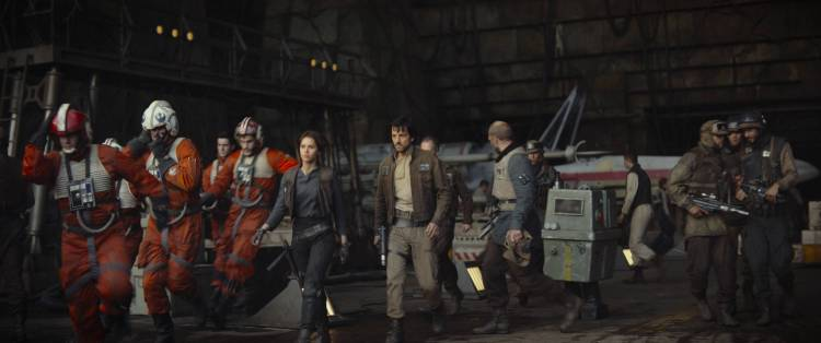 Rogue One: A Star Wars Story..L to R: (Felicity Jones) & (Diego Luna)..Ph: Film Frame..©Lucasfilm LFL