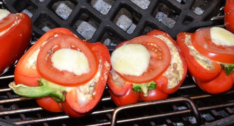 Gegrillte Paprika mit Feta-Käse-Füllung