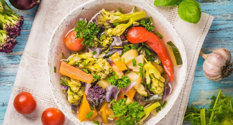 Veganer Gemüseeintopf im Topf