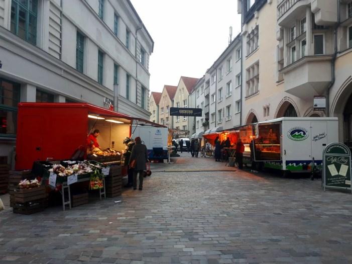 Vorübergehend neuer Standort für den Wochenmarkt in der Schweriner Altstadt