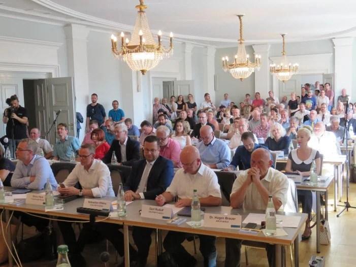 Schwerin: Kommunalpolitik arbeitet trotz Corona