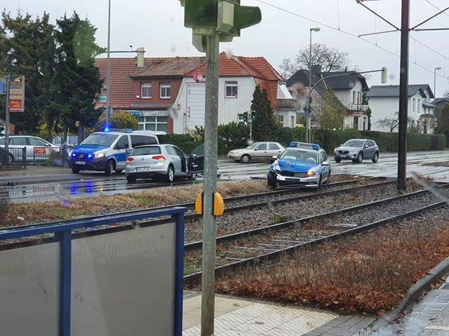 Schwerin: Polizei kollidiert mit Pkw