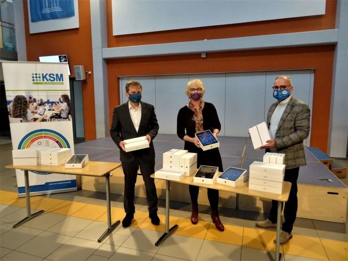 Schwerin: Die ersten 200 iPads sind da!