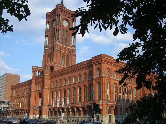 Berlin: Einmal hinter die Kulissen des Roten Rathauses blicken?!