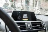 BMW 116i Facelift - Sinnvolles Extra: Parkpiepser erleichtern das Manövrieren, vorne kann man das Ende gut abschätzen