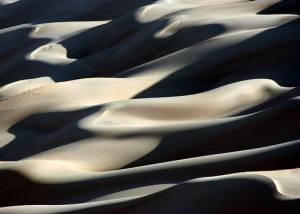New model predicts trippy patterns of shifting sand