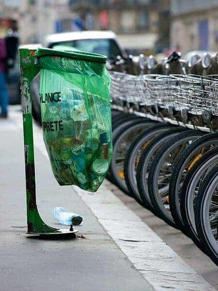 450px-Trash_bin_in_Paris