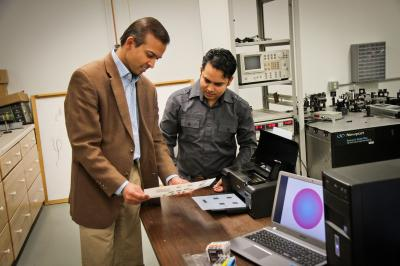 Squeezing light into metals: Engineers control conductivity with inkjet printer