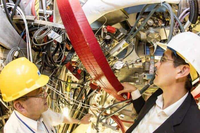 Physicists discover that lithium oxide on tokamak walls can improve plasma performance