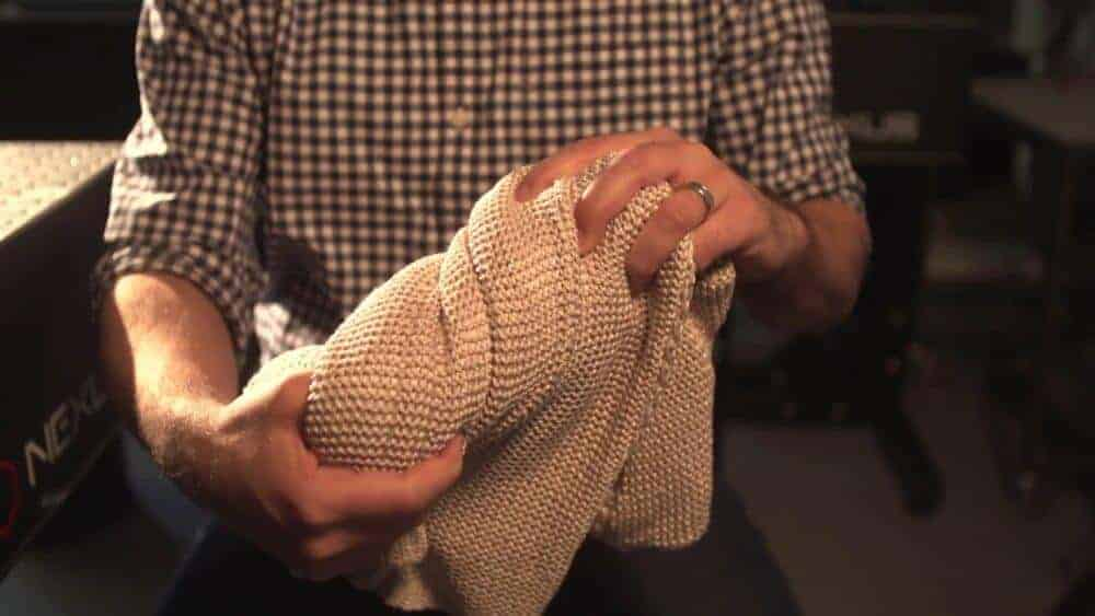 An elastic fiber filled with electrodes set to revolutionize smart clothes