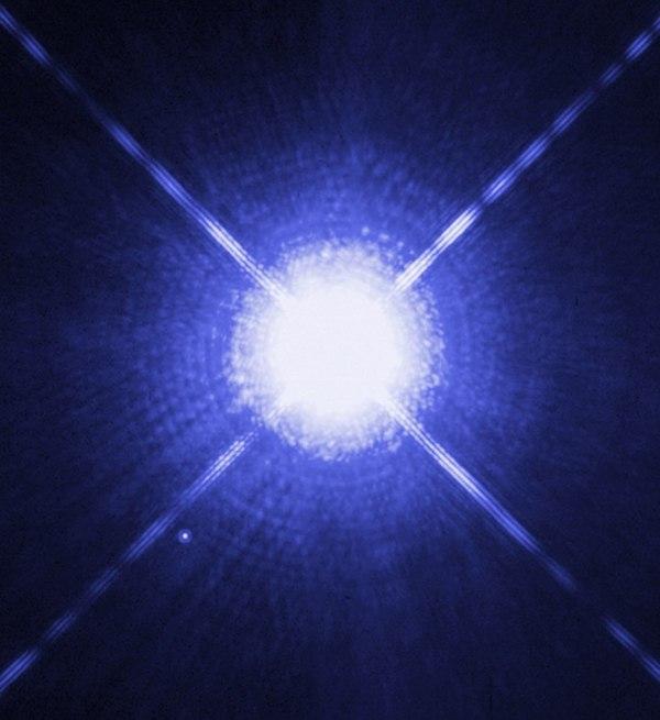 Sirius A und B aufgenommen vom Hubble-Weltraumteleskop. Bild: NASA/STScI, gemeinfrei.