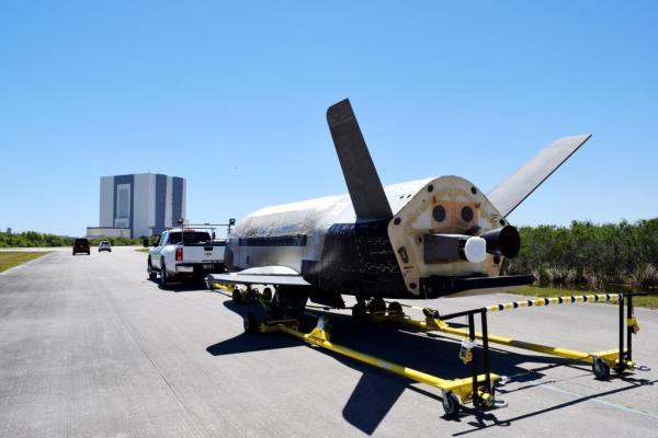 OTV-4 nach der Landung am Kennedy Space Center. Bild: wikimedia Commons / US Air Force, gemeinfrei.