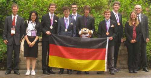IMO-Team_Thailand2015_AbschlAusschn_BB_2015-07-15