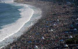 Overcrowded beach