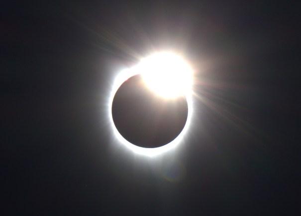 Solar eclipse diamond ring