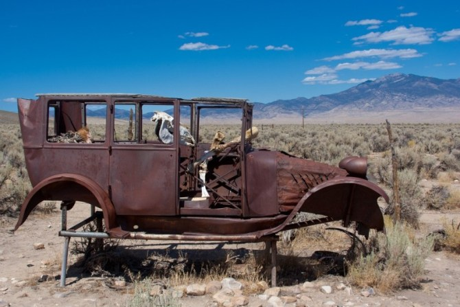 Desert rusty car