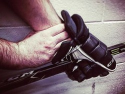 Fracture chez les jeunes hockeyeurs: l'importance d'un repérage rapide