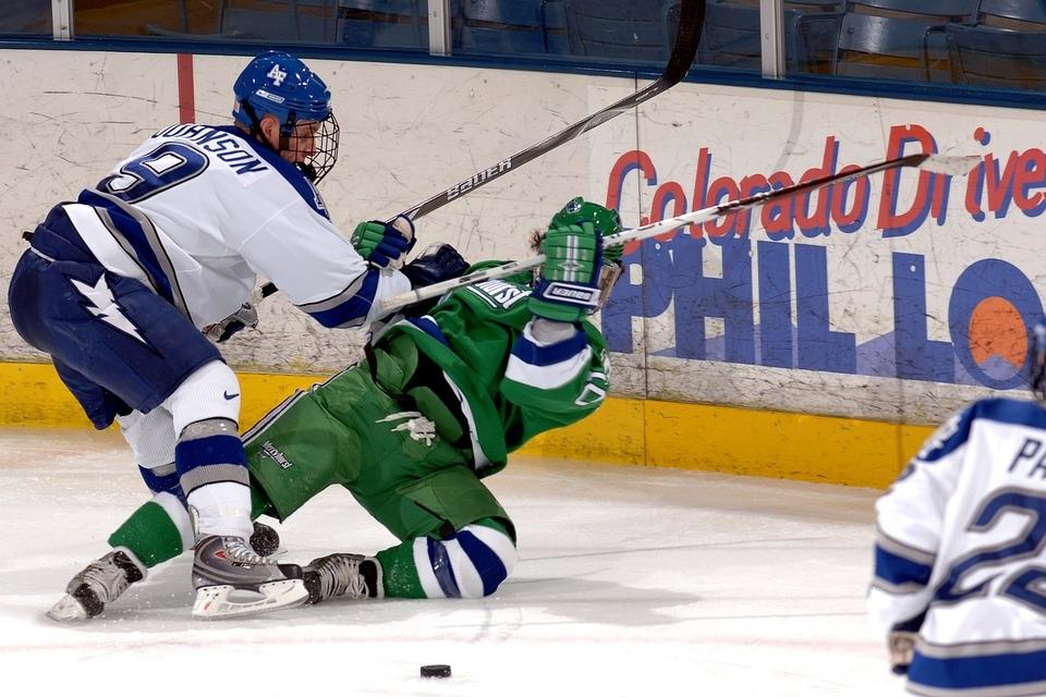 Les entorses de cheville chez les hockeyeurs : est-ce possible malgré le port du patin ?