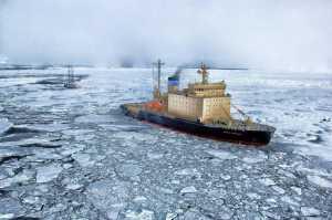 O derretimento dos mantos de gelo da Groenlândia e da Antártica