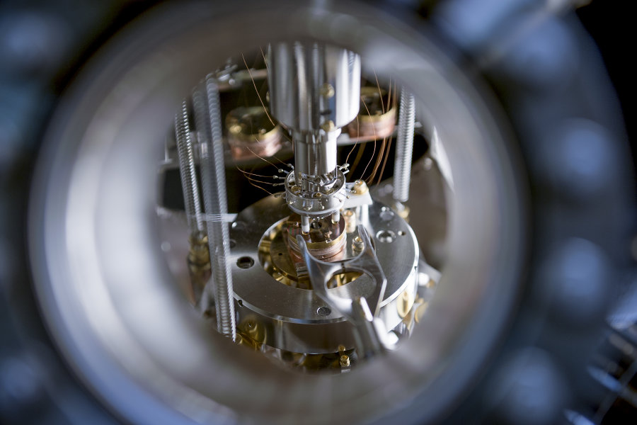 The Scanning Tunnelling Microscope used to inject electrons into a silicon surface at the University of Birmingham. Credit: Michelle Tennison