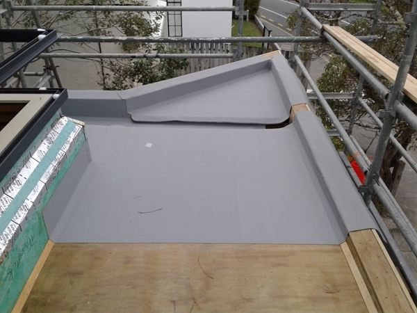 lower front roof point, internal gutter and first sheets installed