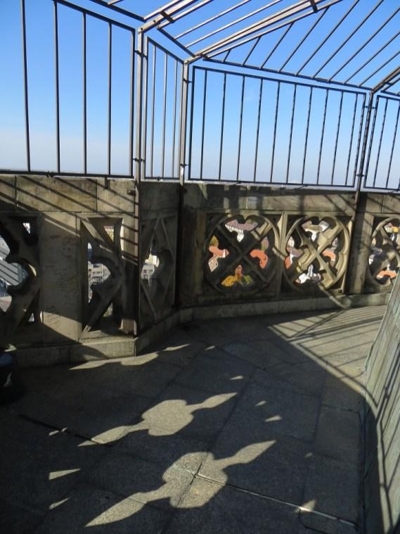 Taras widokowy na wieży bazyliki św. Elżbiety. Został zabezpieczony kratą, niestety, nie bez powodu, kilka lat temu ktoś skoczył z tego miejsca...
