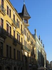 Kamienica przy ul. Pawła Włodkowica, miejsce absolutnie kultowe (ulica jest położona w Dzielnicy Czterech Wyznań).