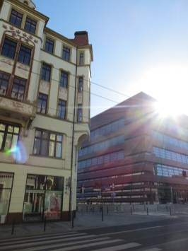 Kamienica przy ul. Krupniczej i fragment Narodowego Forum Muzyki, przy kolejnej wizycie we Wrocławiu zajrzę tam do środka :)