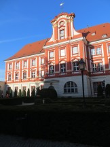 Dziedziniec Zakładu Narodowego im. Ossolińskich, niezwykłe, magiczne miejsce z niewielkim, urzekającym ogrodem; podróż w czasie w samym centrum miasta. Na tym kończę wpis, kolejne zdjęcia z październikowej wycieczki i kolejne atrakcje Wrocławia już wkrótce :)