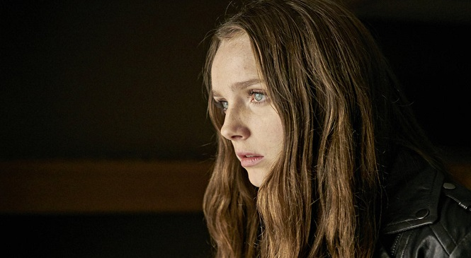 """It's """"The Hollow Girl"""" vs CHANNEL ZERO: NO-END HOUSE"""