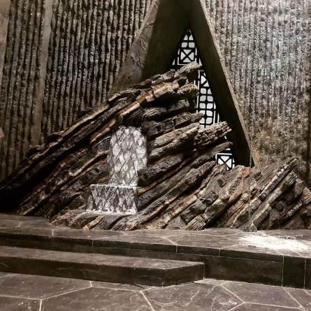 Rochas dominam o Trono de Daenerys em Pedra do Dragão
