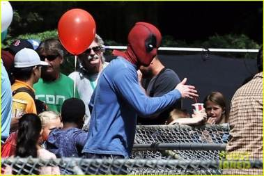 deadpool2-ryan-reynolds-deadpool-flies-into-a-kids-birthday-party-08