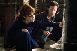 Rowena helps Sam open a hex box.