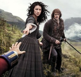 18th centurey Claire pulls a knife on Black Jack Randall.