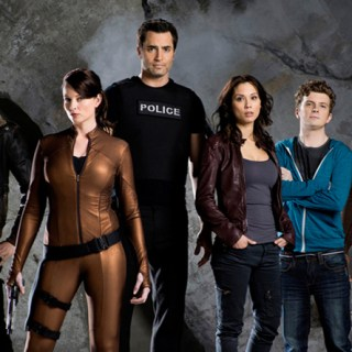 Continuum renew for shortened 4th season! Continuum cast