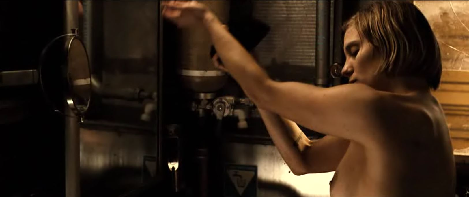 Dahl topless (katee Sackhoff) riddick