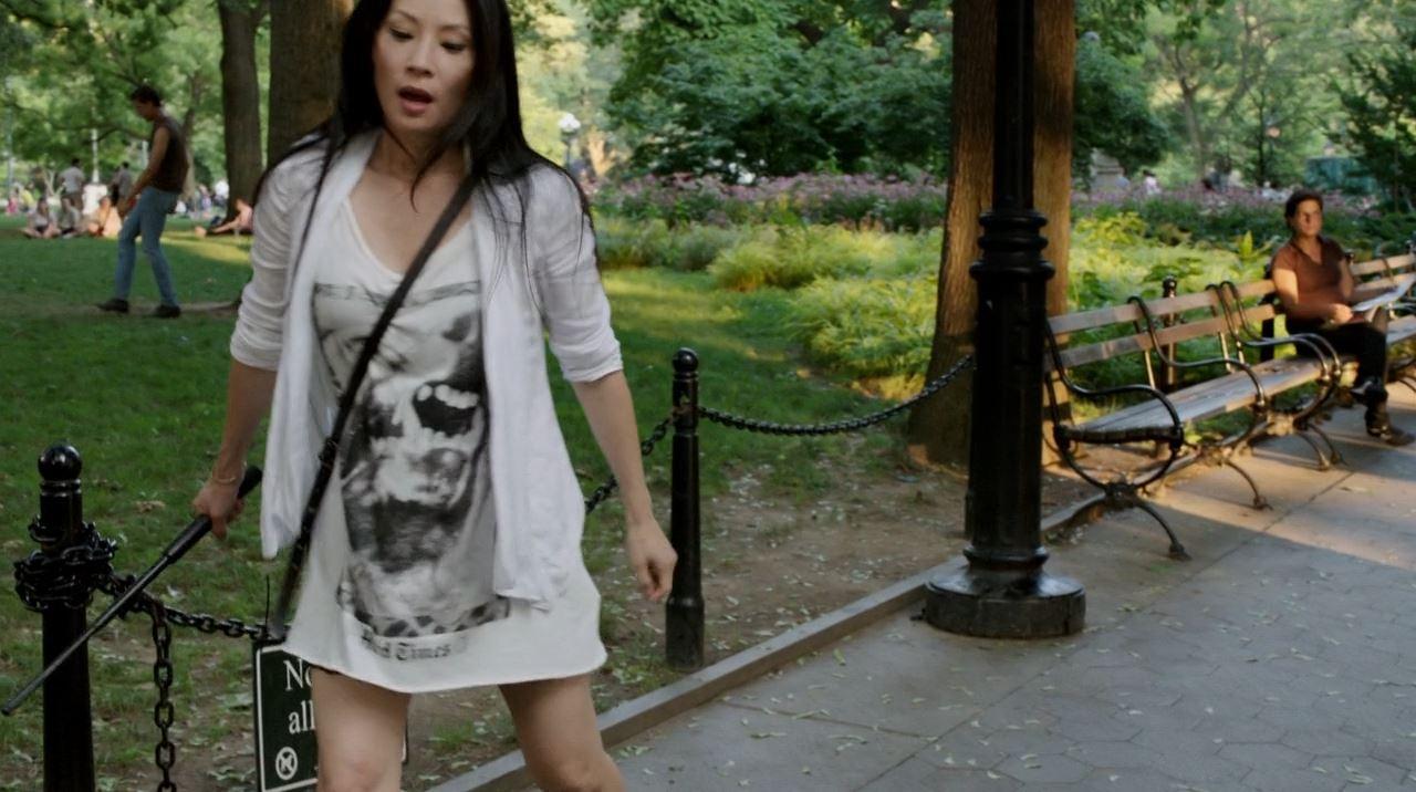 Joan Watson (Lucy Liu) using self-defence - Elementary