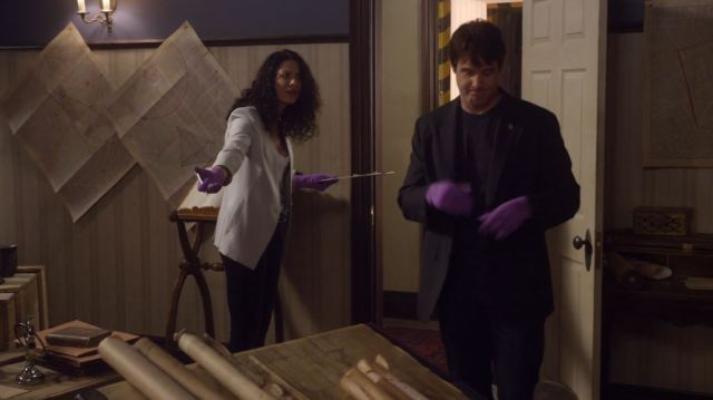Warehouse 13 - Myka and Pete searching for Valda