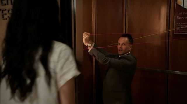 Sherlock investigating the elevator - elementary s3ep1 review