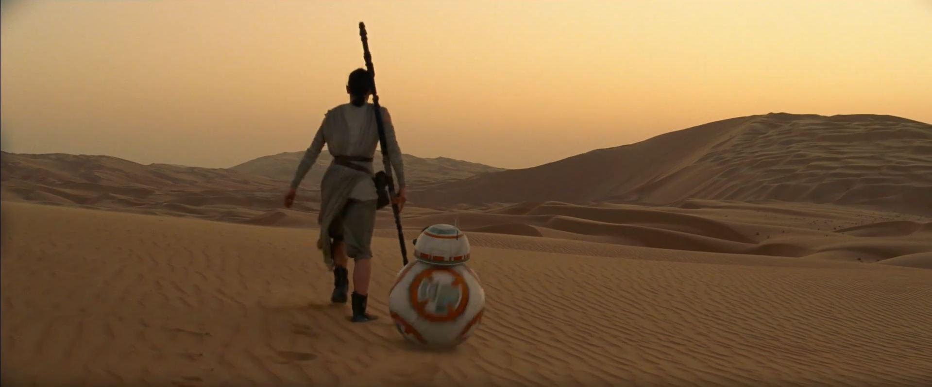 Rey (DaisyRidley) with BB-8 on Jakku