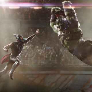 Thor Ragnarok - Thor fights The Hulk