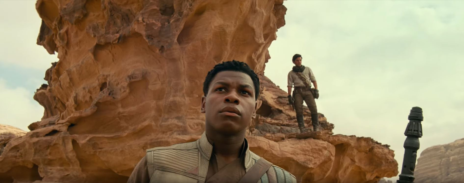 Star Wars The Rise of Skywalker Poe and Finn on desert planet