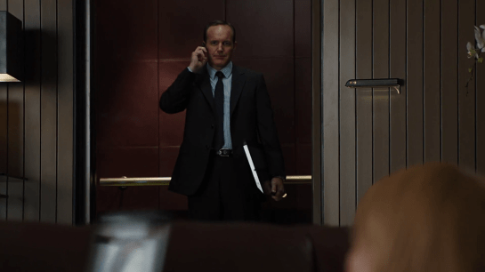Avengers-Coulson-Calling05